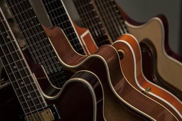Legendárne gitary a basgitary