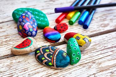 Maľovanie na kameň môže byť zábava pre celú rodinu