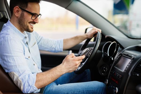 Používate za volantom mobil?