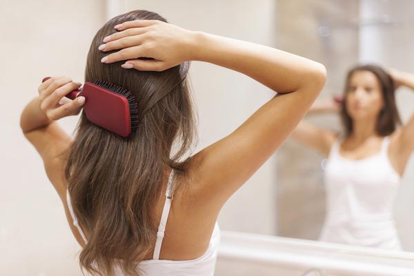 Správna starostlivosť o farbené vlasy počas zimy