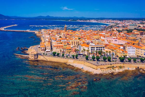 8 miest, kvôli ktorým sa oplatí navštíviť Sardíniu