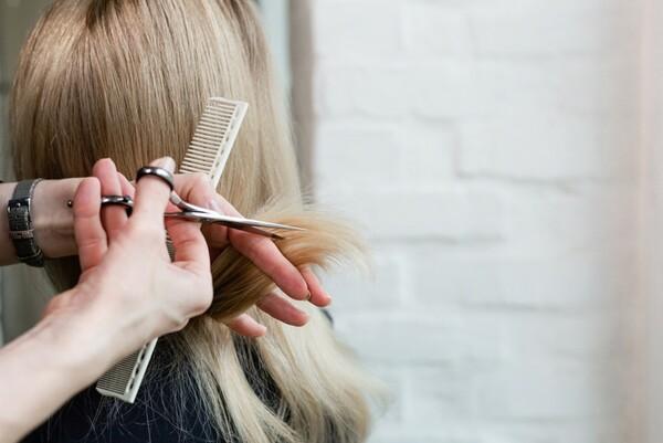 Časté chyby pri vlasovej starostlivosti a ich riešenia