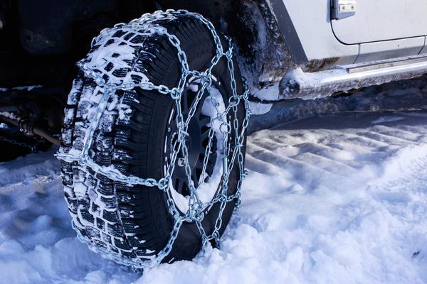Jazdiť počas zimy vhorách bez snehových reťazí je hazard