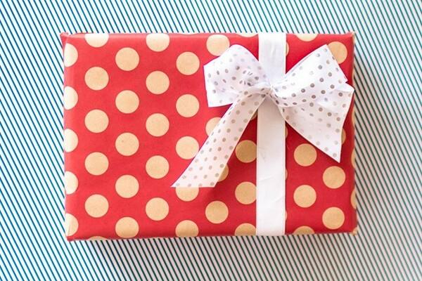 Vianoce sa blížia: 3 tipy, ako na balenie darčekov