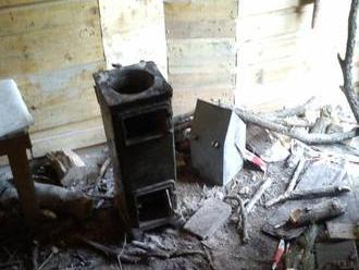 Vandali zničili útulňu na Tematíne