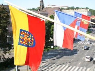 Moravané na počest věrozvěstů vyvěšují zemské vlajky, zavlají i v Polsku a na Slovensku