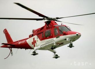Na muža spadol počas pílenia strom, musel ho odviezť vrtuľník