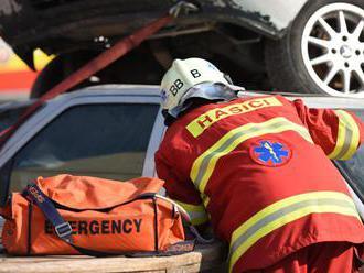 Bratislavskí hasiči zasahujú pri dopravnej nehode pri Železnej studienke