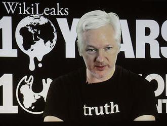 Ekvádor zatrhol zakladateľovi WikiLeaks prístup na internet kvôli zverejneniu prepojenia Clintonovej