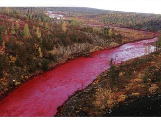Rieka na Sibíri očervenela, zrejme pre znečistenie z továrne na nikel