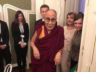 Päťdesiat českých politikov sa stretlo s dalajlámom. Chválil Kisku, že nadväzuje na Havla