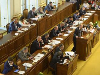 Zadlužování Česka má zabránit zákon. Finanční ústava to ale nakonec není