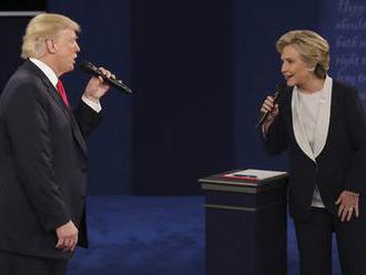 Clintonová vede před Trumpem o sedm procent. Kdo z voličů ji drží nad vodou?