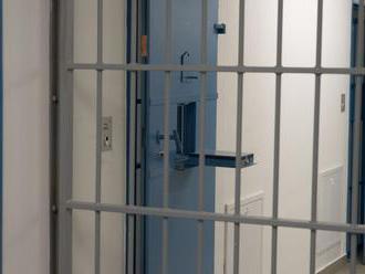 Polícia bežne zatvára ľudí do ilegálnych priestorov, tvrdí ombudsmanka