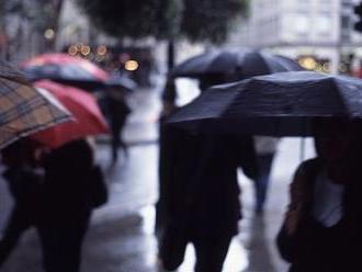 Meteorológovia vydali výstrahu pred zajtrajškom: Pripravte sa na intenzívne lejaky!