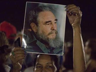 FOTOREPORTÁŽ Desaťtisíce Kubáncov sa lúčili s Fidelom Castrom