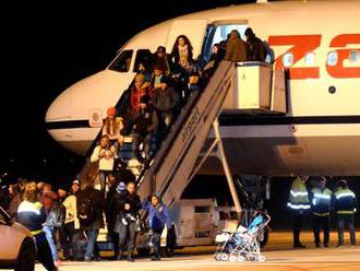 FOTO Demonštranti narobili v parlamente poriadny cirkus: Dovoľte utečencom usadiť sa u nás!