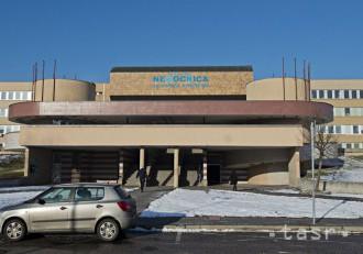 Do nemocnici v Petržalke sa nedostanete, polícia uzavrela cestu