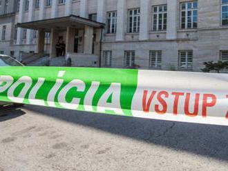 Polícia prehľadáva budovy trnavského okresného a krajského súdu