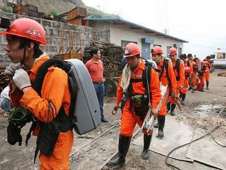 Po nehode v čínskej uhoľnej bani uviazlo 22 ľudí