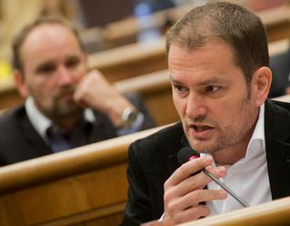 Poslanci ĽSNS aIgor Matovič čelia disciplinárnemu konaniu, hrozí im pokuta