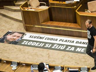Parlament 2016: Za Smer hovorí Kvorka, poslanci sa predvádzajú a o zákonoch sa nedebatuje