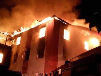 Dívčí kolej zachvátily plameny: Nejméně 13 mrtvých a 23 zraněných