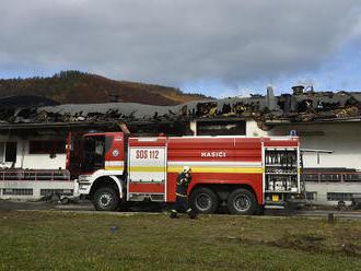Hrôzostrašný nález po požiari chatrče: Hasiči objavili mŕtve telo bábätka