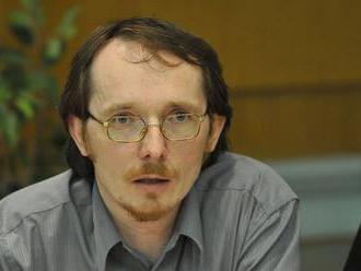 Lovec konšpirátorov Smatana zavádzal v RTVS. Znásilnenie chlapca imigrantom nazýva ruskou propagando