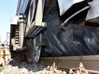 Medzinárodný rýchlik narazil do stromu, vlaky meškajú