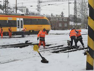 Nepriaznivé počasie na Slovensku komplikuje železničnú dopravu