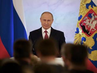 Hovorí, že nehľadá nepriateľov, bude teraz Putin kamarát so Západom?