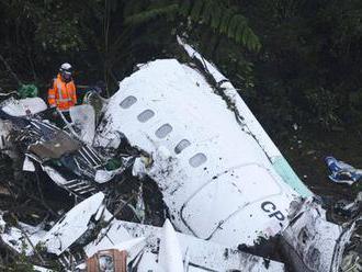 Při pádu letadla zahynulo 71 lidí: Jak při nehodě zvýšit své šance na přežití?