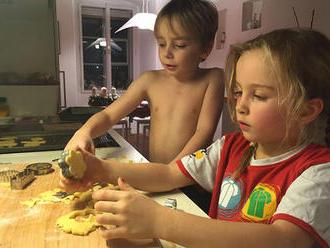 Vánoční cukroví: 5 receptů, které můžete péci s dětmi!