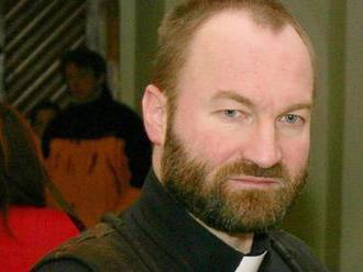 Chlípný kněz je za mřížemi! Erik Tvrdoň nastoupil do vězení