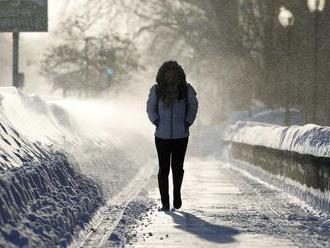 Zúri silný vietor, meteorológovia varujú aj pred snehom