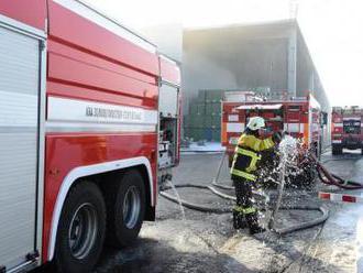 Škody po požáru výrobní haly u Mostu přesáhnou sto mil.Kč