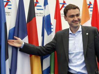 Expremiér Roivas po škandále odstúpi z postu podpredsedu parlamentu