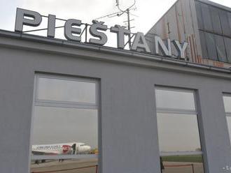 Primátorovi Piešťan sa nepáči vyplácanie odmien v zadlženom letisku