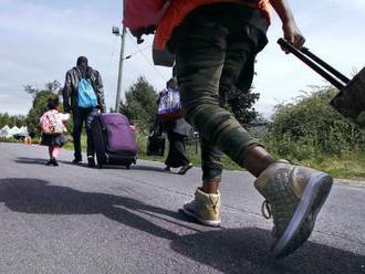 EÚ sa zaviazala prijať 25.000 migrantov z Afriky a Blízkeho východu