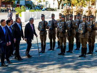 Prezident Andrej Kiska pricestoval do juhomaďarského Szekszárdu na summit V4