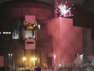 Aktivisti z Greenpeace vnikli do jadrovej elektrárne aodpálili tam ohňostroj