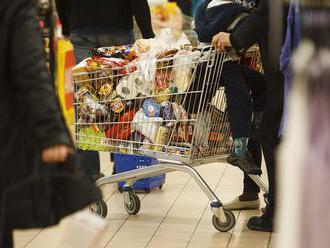 Ceny potravín a dopytové tlaky ďalej zrýchľujú infláciu v SR