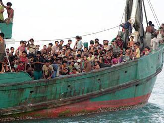 V Stredozemnom mori vzali na palubu okolo 600 utečencov
