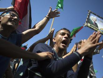 Palestínske hnutia Hamas a Fatah sa po desiatich rokoch zmierili, vyriešenie kľúčového sporu odložil