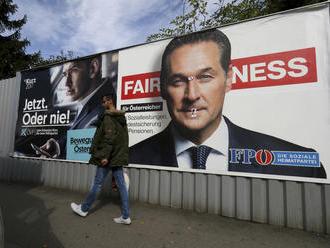 Sú proti migrantom a chcú do V4. Rakúsko čakajú voľby, po ktorých sa môžu populisti dostať do vlády