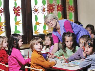 Vychovávateľka: Deťom robíme opičiu službu