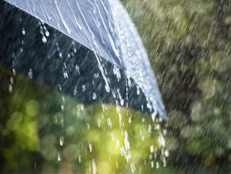 Stredné Slovensko zasiahnu silné dažde, platia výstrahy prvého a druhého stupňa