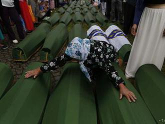 V Srbsku obnovili proces s údajnými vykonávateľmi masakry v Srebrenici