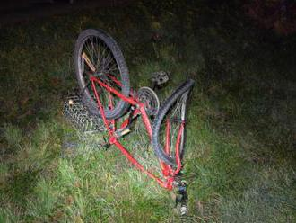 Neoznačený cyklista sa zrazil s dvoma autami